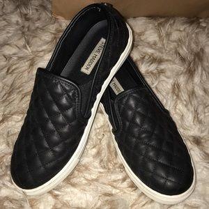 Steve Madden black slip on shoes